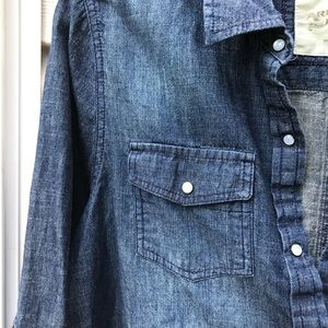 💕WRANGLER BLUE JEAN SHIRT WITH PEARL BUTTONS..💕